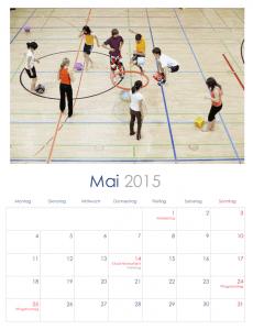 Wie wäre es mit einem Kalender fürs Klassenzimmer mit Bildern vergangener Klassenaktivitäten?